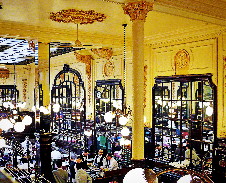 Restaurant Bouillon Chartier in Parijs blaast 120 kaarsjes uit