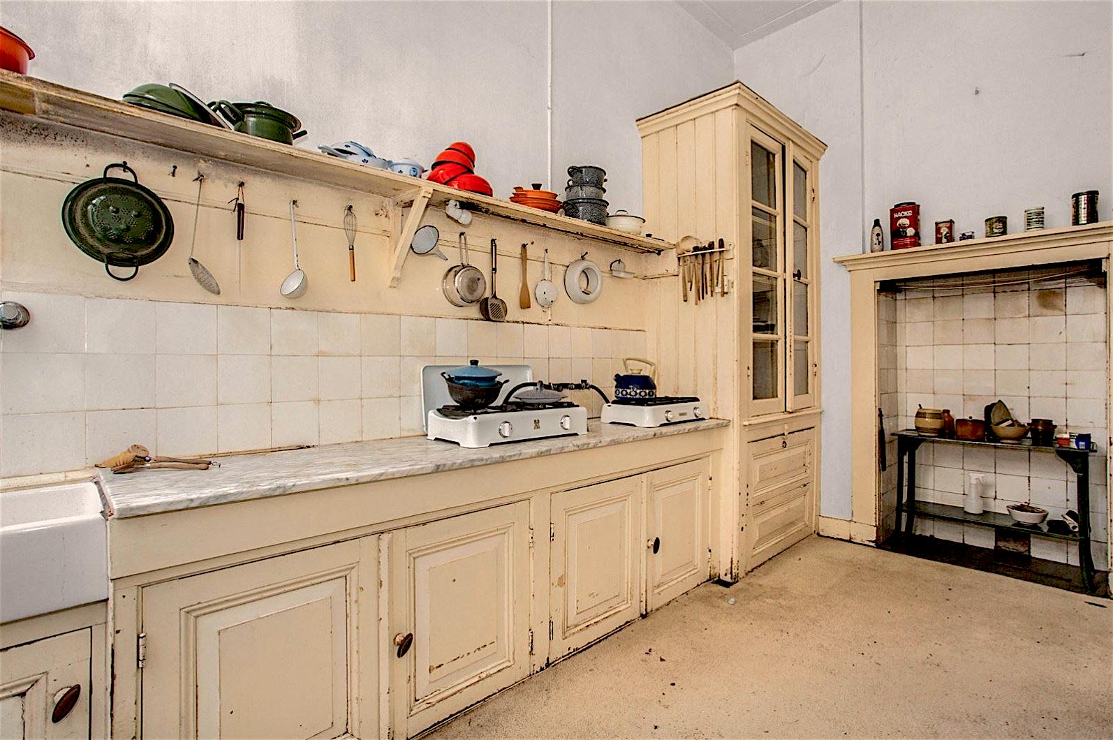 De tijd heeft stilgestaan in deze Hilversumse woning (en zij is te koop)