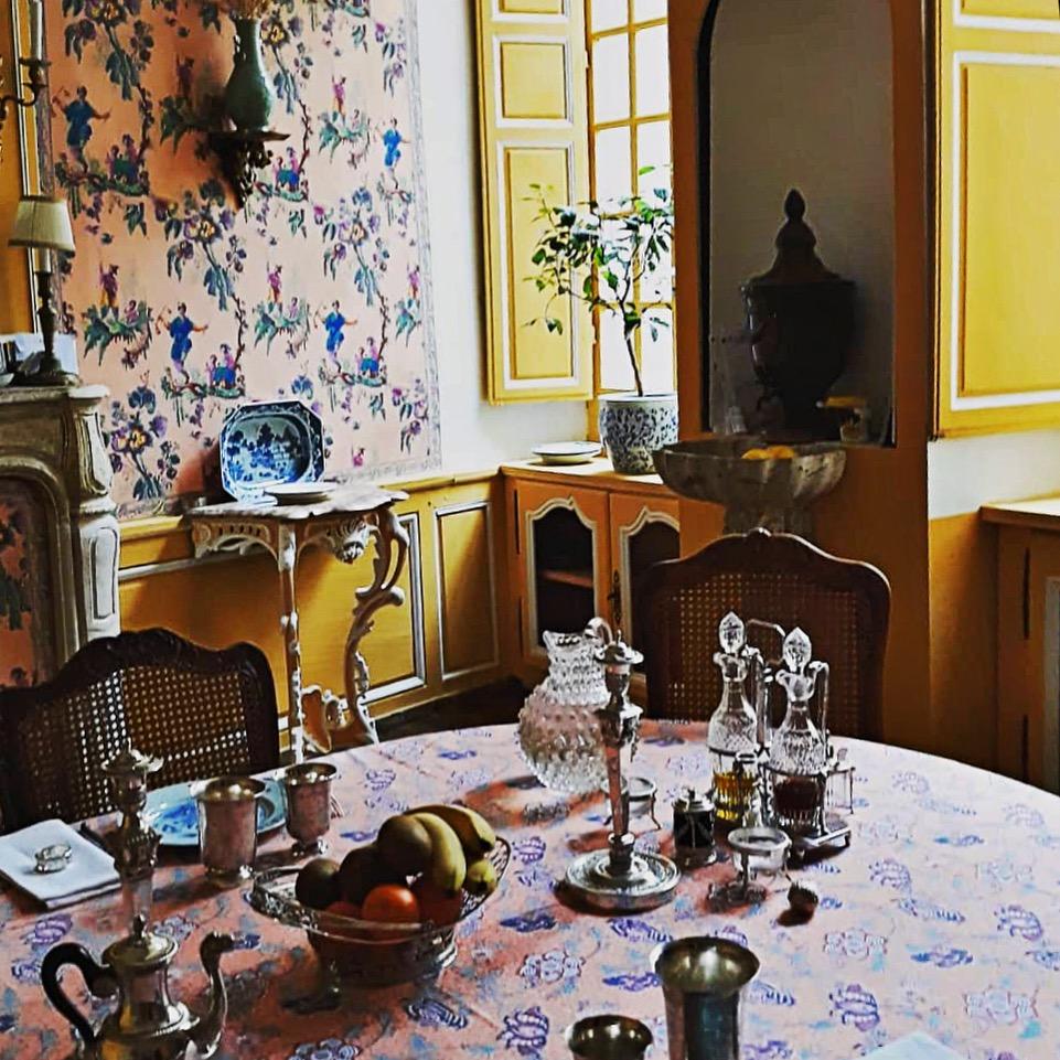 Binnenkijken: superklassiek Frans appartement